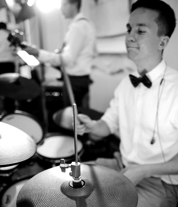 Johannes Pfeffer, Drums, SangOver